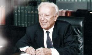 Il Prof. Augusto Guida nel suo studio - Casa di Cura Le Betulle